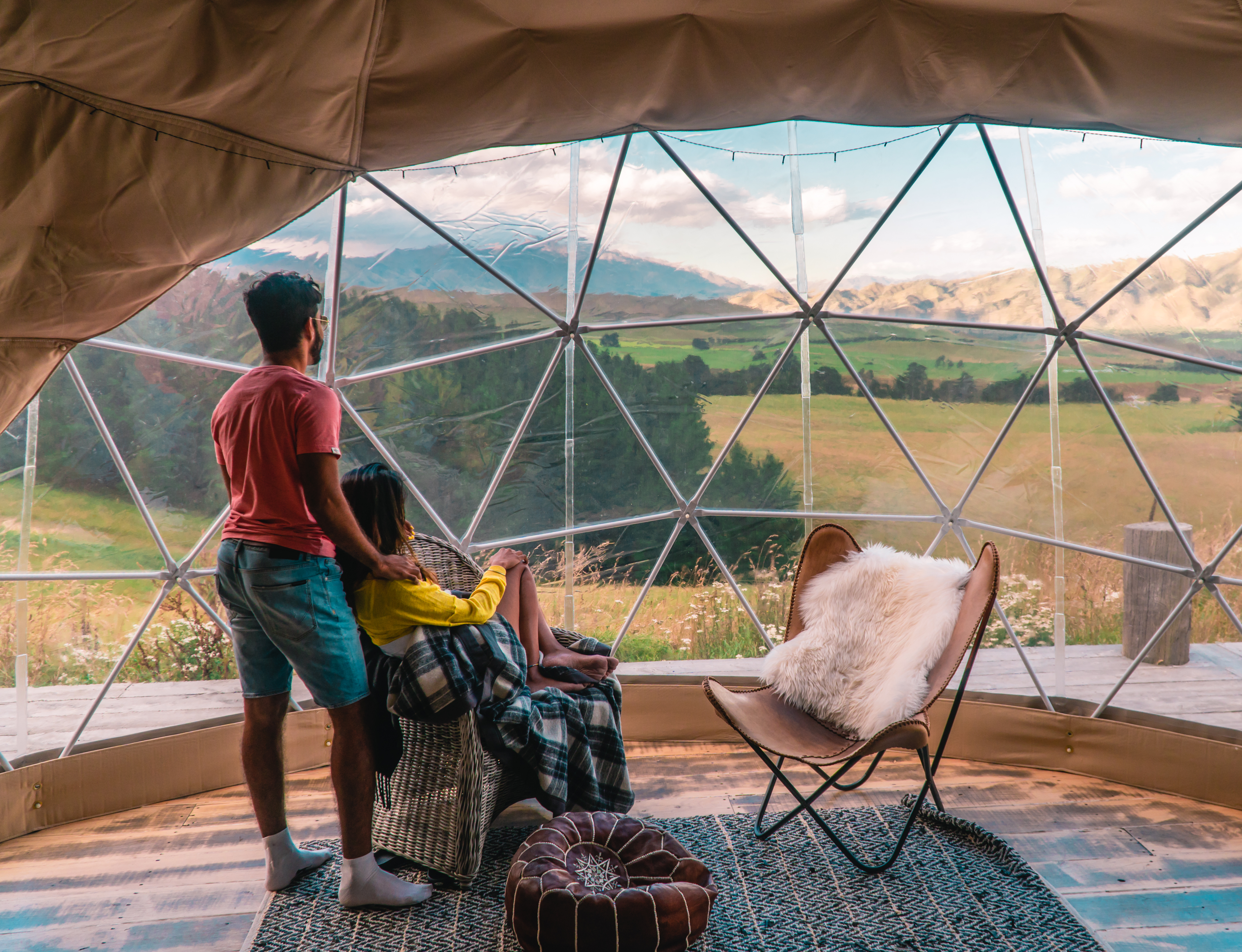 couple_on_glamping