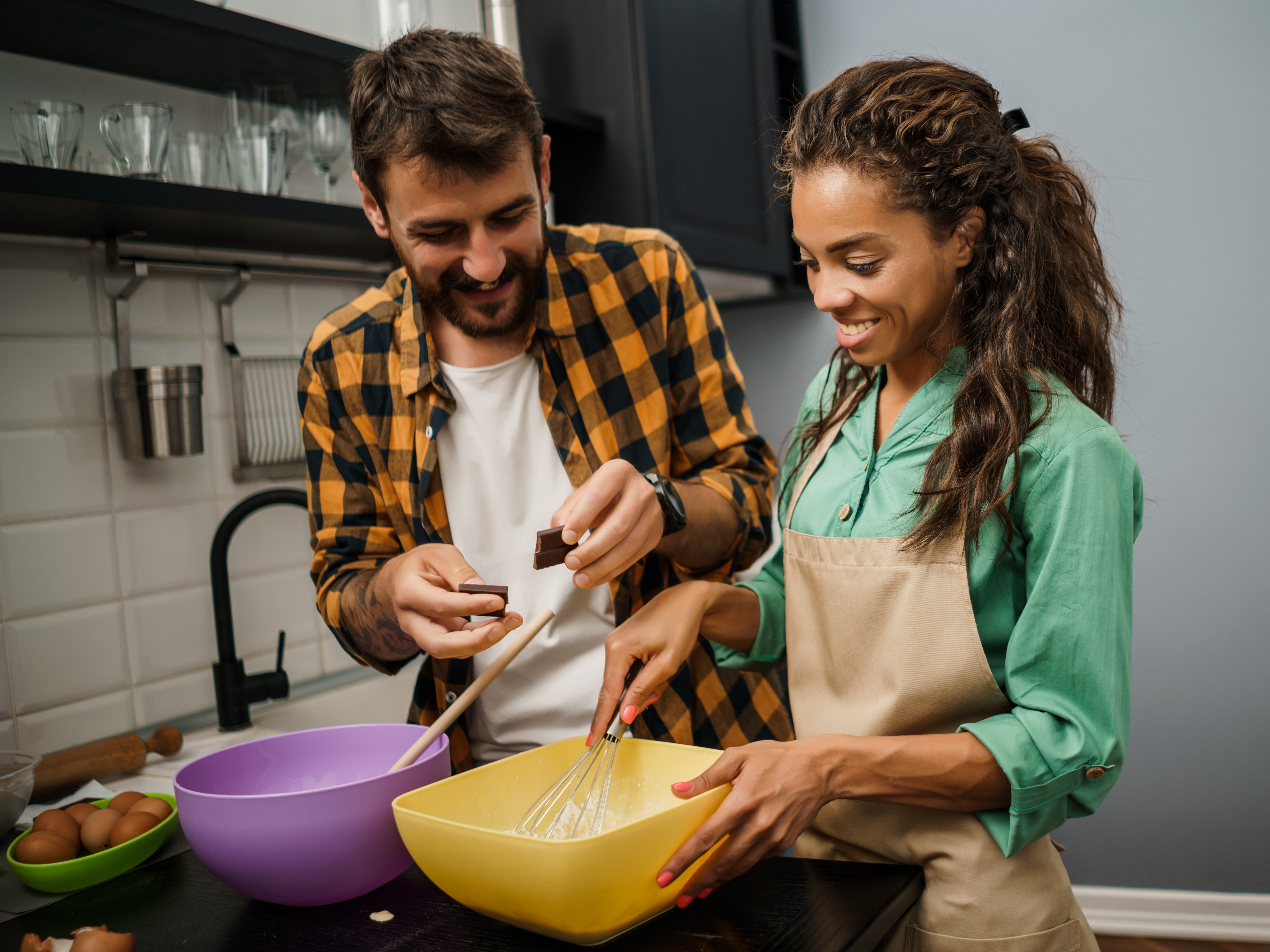 couple_baking_together